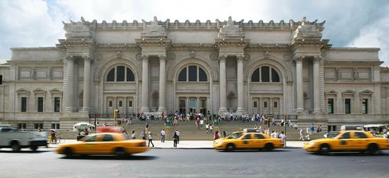 view of front entrance of Metropolitan Museum of Art